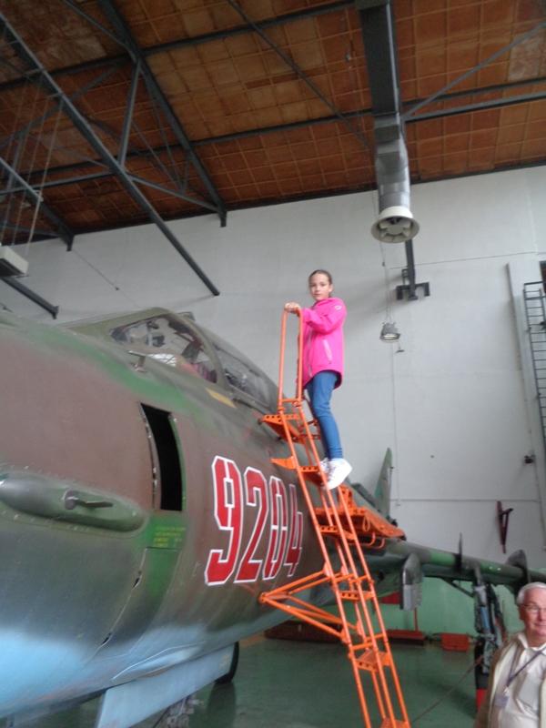 Wycieczka uczniów wzorowych z klas IV-VI na lotnisko w Królewie Malborskim
