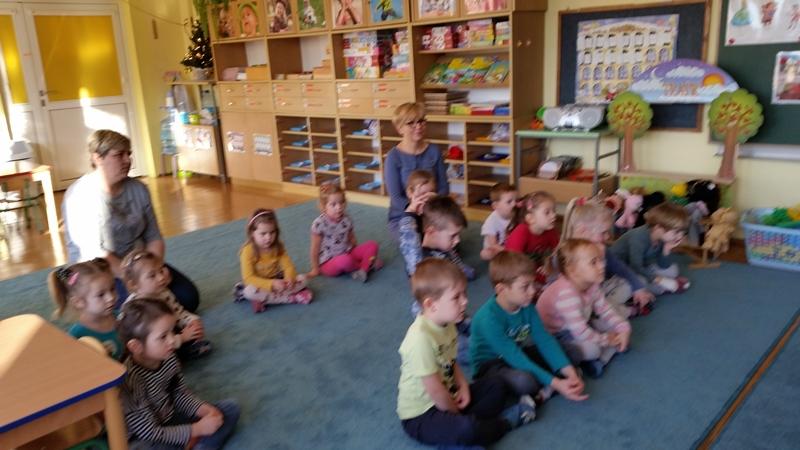 Klasa 2 a w ramach Narodowego Programu Rozwoju Czytelnictwa z wizytą u przedszkolaków